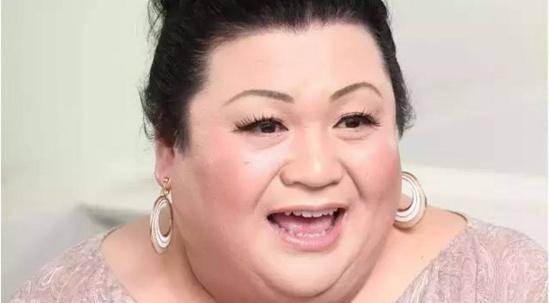 """湖南同志——潇湘情缘——湖南同志聊天室——湖南同志第一交流平台:翻版金星?日本这位同性恋主持人,才是真正的""""女装""""大佬"""
